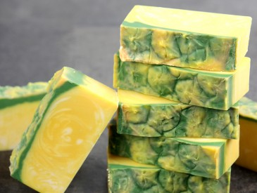Perfect Pineapple Cold Process Soap DIY