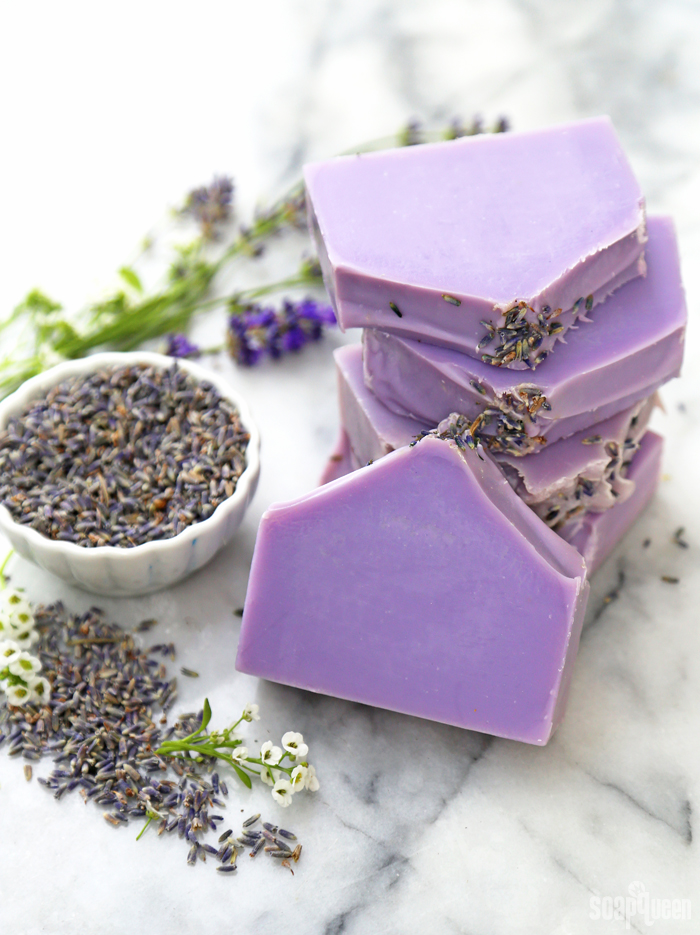 How to Make Relaxing Lavender Soap /// Learn how to make natural soap made with lavender essential oils and lavender buds in this video tutorial.