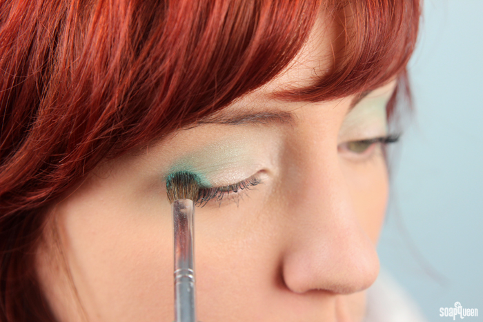 Learn how to create your own mermaid inspired eyeshadows!