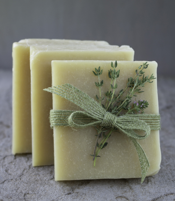 Thyme Witch Hazel Facial Bar DIY // Learn how to create this natural facial bar with honey, witch hazel and thyme.