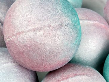 Iridescent Pearl Bath Bomb Tutorial